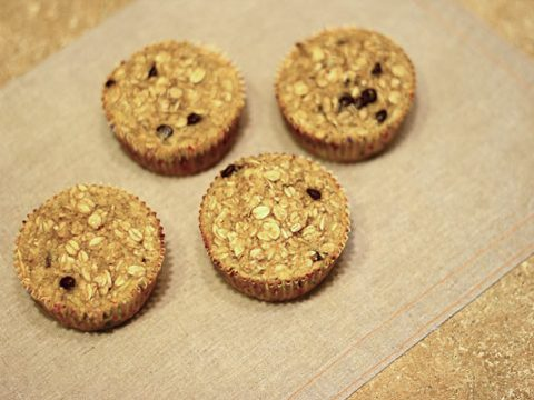 Oatmeal cups with chocolate chips