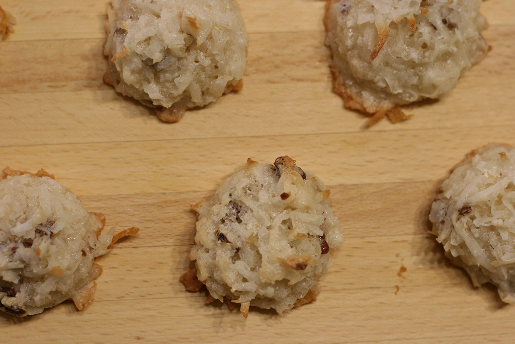 coconut pecan macaroon cookies