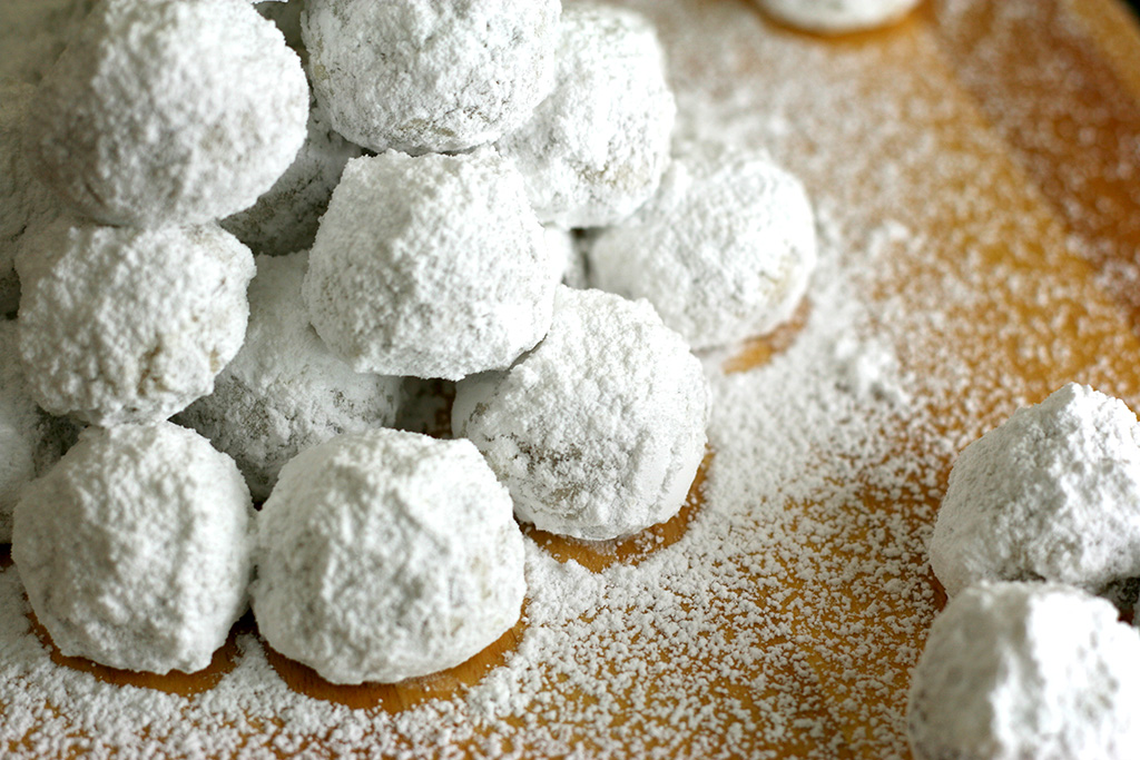 Russian Tea Cakes covered in powdered sugar